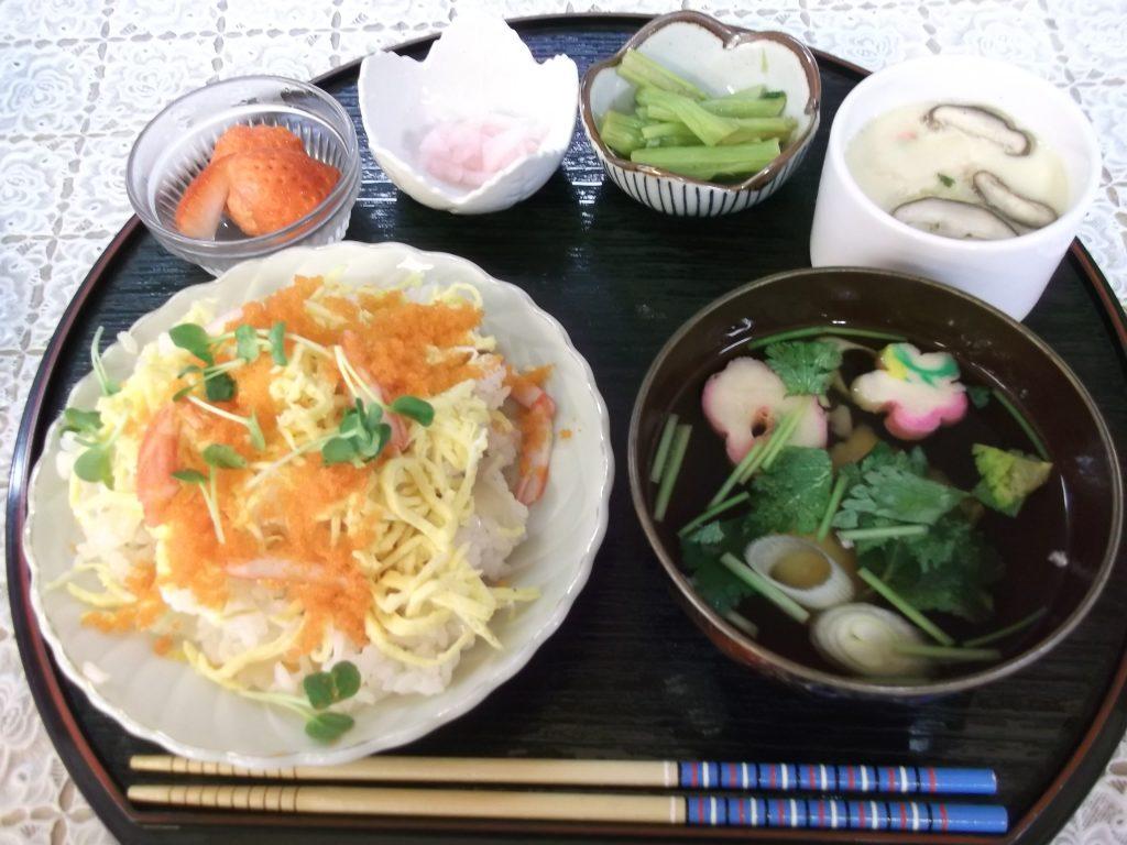 ちらし寿司と茶碗蒸し