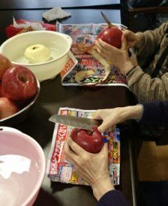りんごむきむき