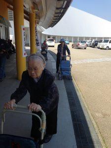 100歳の入居者様です(手前)