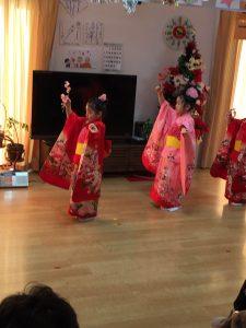 女の子の踊り
